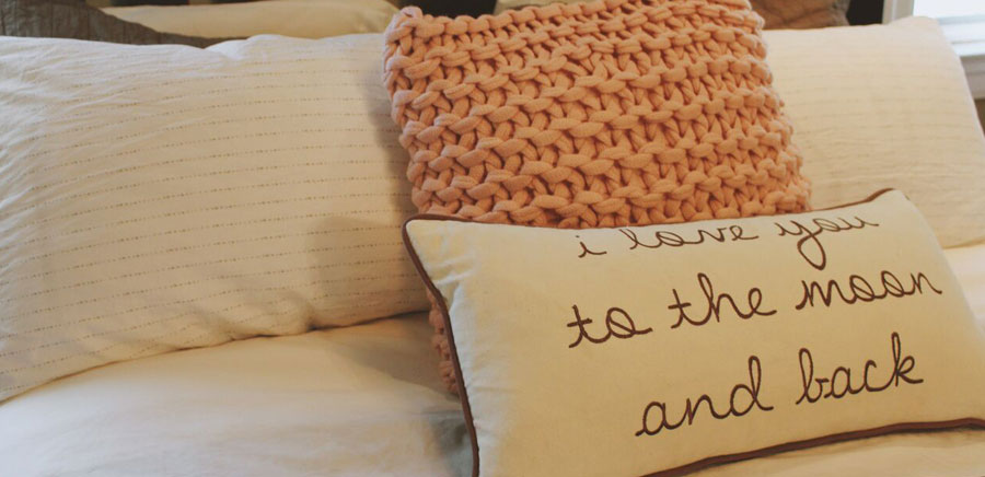 decorate for fall pillows
